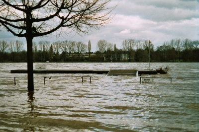 Unser Steg bei Hochwasser, Oktober 2003